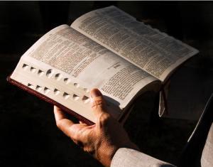 reading-bible_2316_1024x805